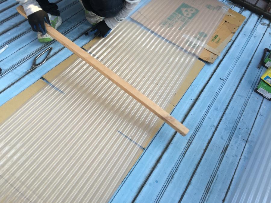 ベランダポリカーボネート屋根を補強する木枠