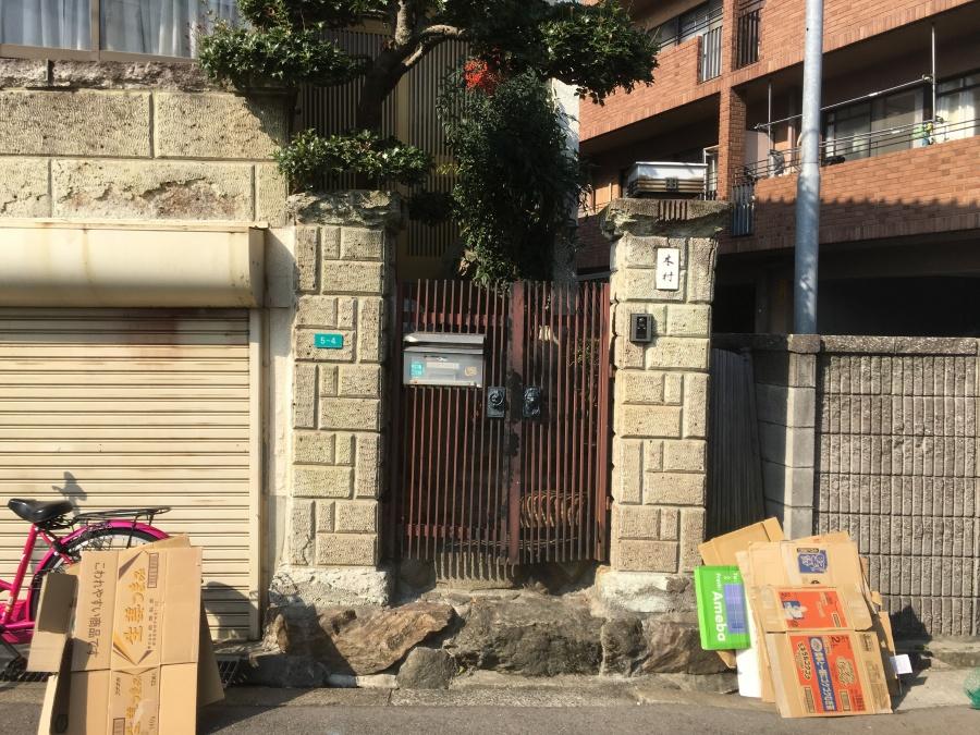 阿倍野区劣化したブロック塀の門構え全貌