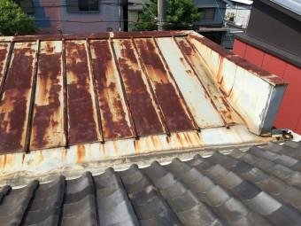 雨漏り調査 金属の経年劣化による雨漏り