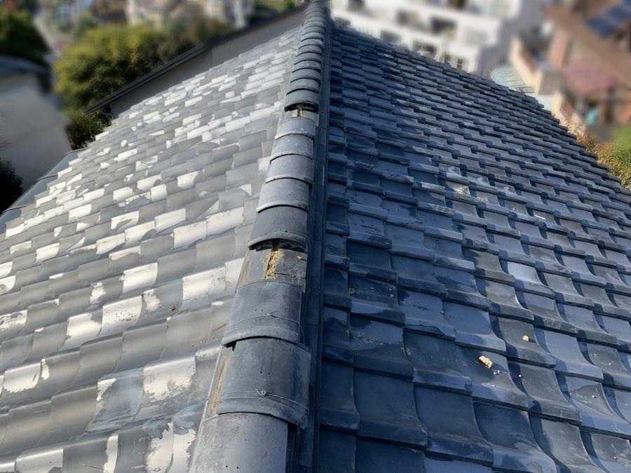 棟瓦がズレて落下した屋根