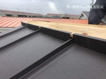 葺き込み防止板金