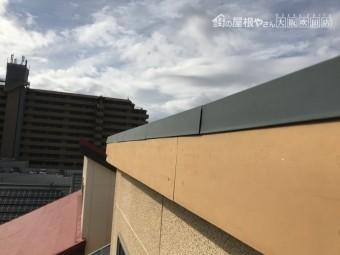 劣化した屋根破風部分ケイカル板