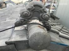 劣化した瓦屋根と漆喰