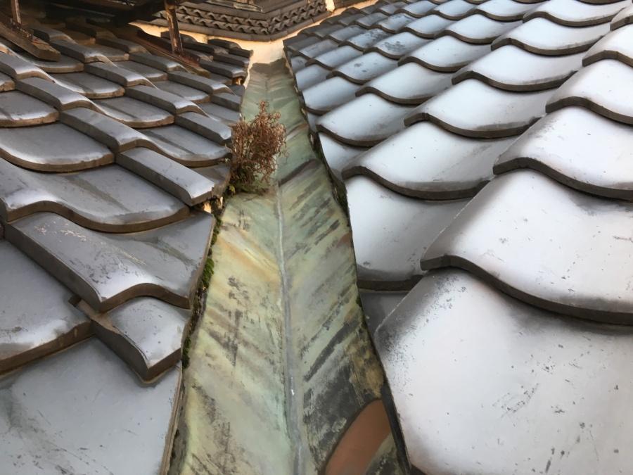 劣化し錆びた銅製谷板金