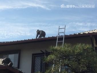 木造2階建て住宅の屋根に登らせていただきました。