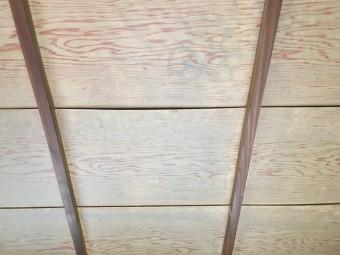 天井雨漏りの雨水