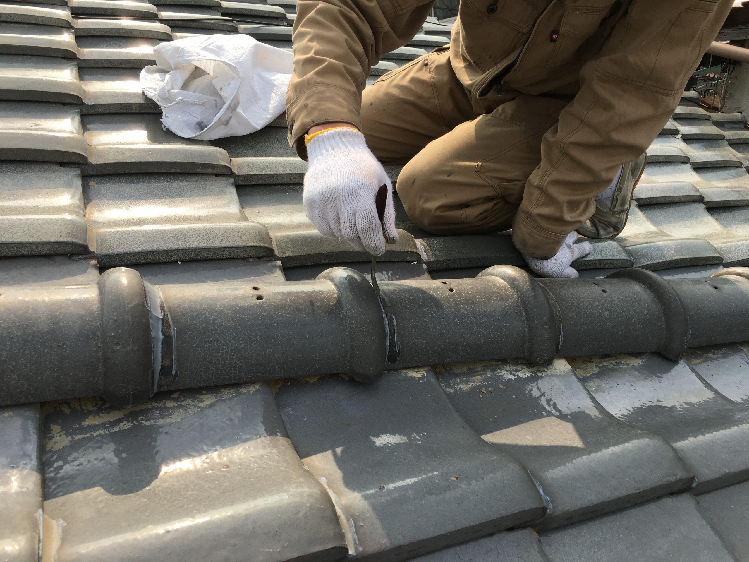 瓦屋根の漆喰施工