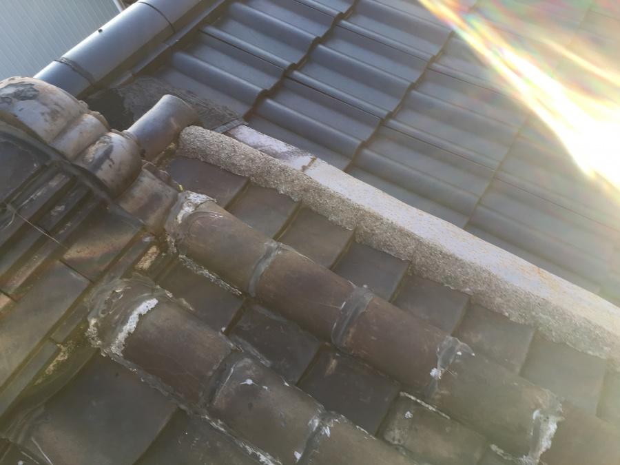 劣化した瓦屋根
