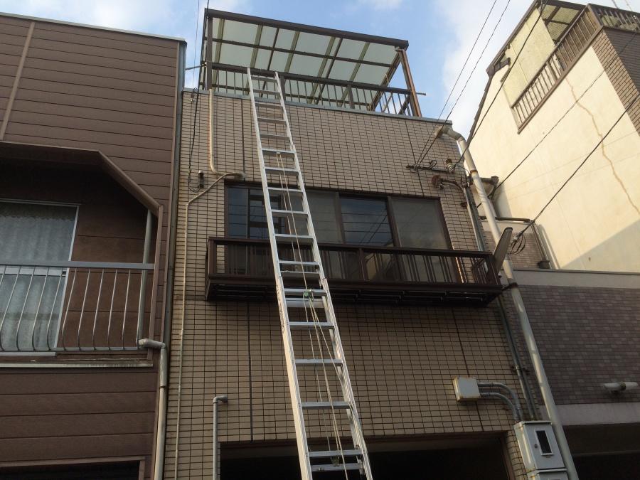 2階建て屋上ベランダに梯子