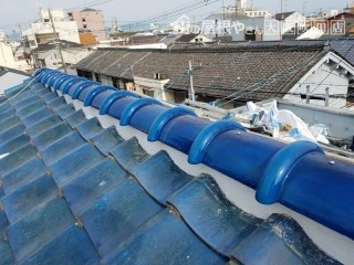 大棟積み替え後の青い瓦屋根