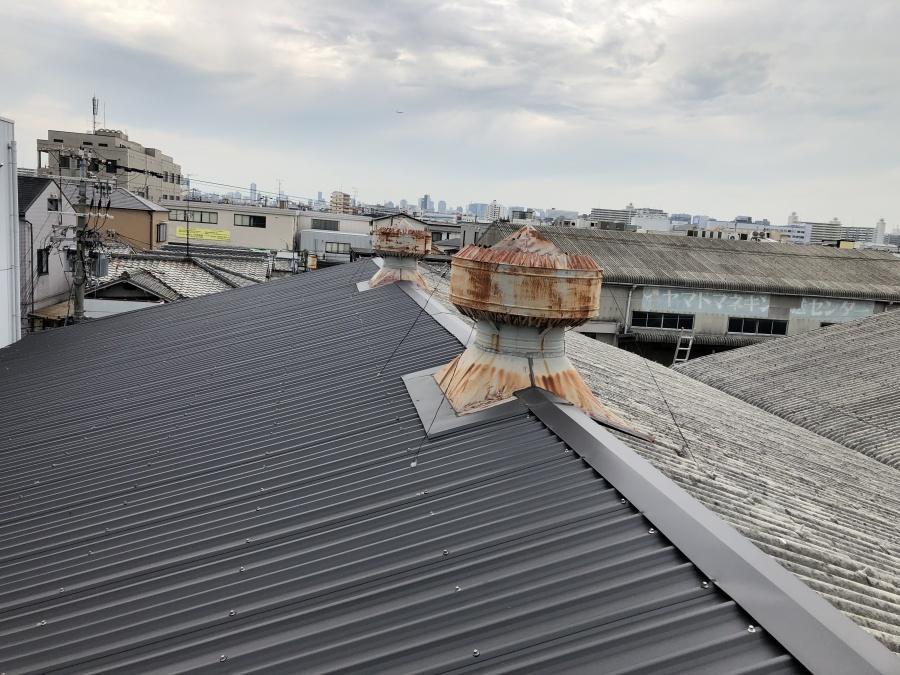 劣化した工場金属屋根