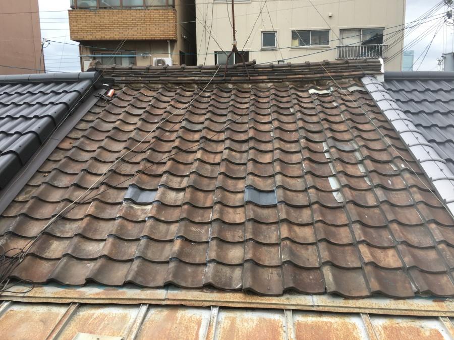 部分補修した瓦屋根