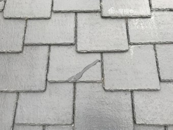 割れたスレート屋根を補修