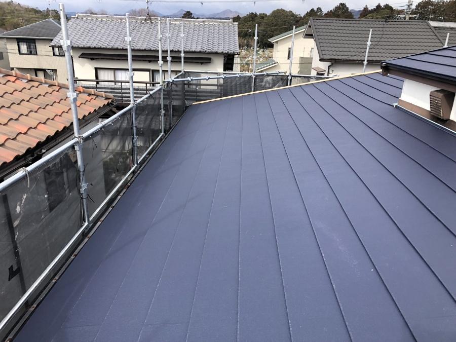 屋根リフォーム後のガルバリウム鋼板屋根