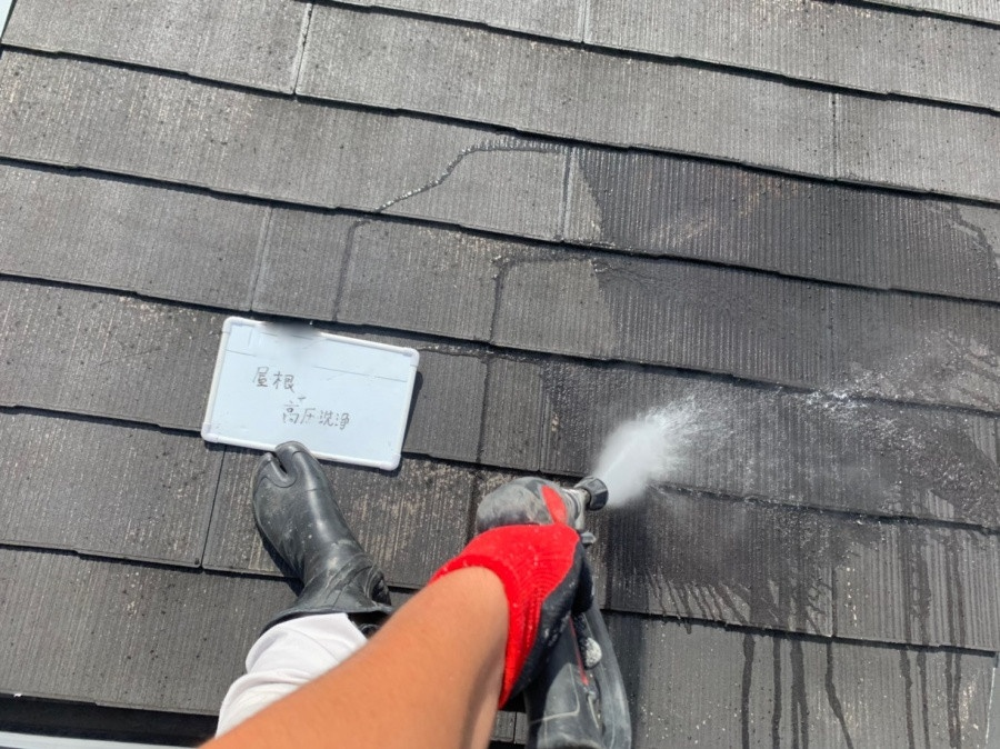 高圧洗浄でスレート屋根の汚れを除去