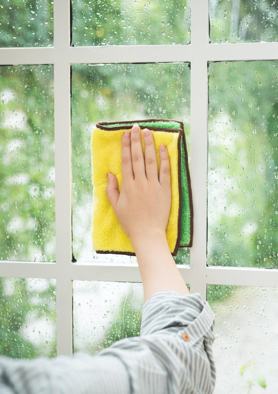 結露窓ガラス拭く